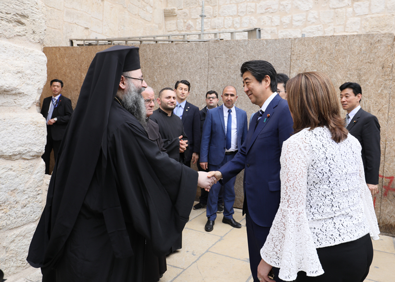 Photograph of the Prime Minister visiting the Church of the Nativity