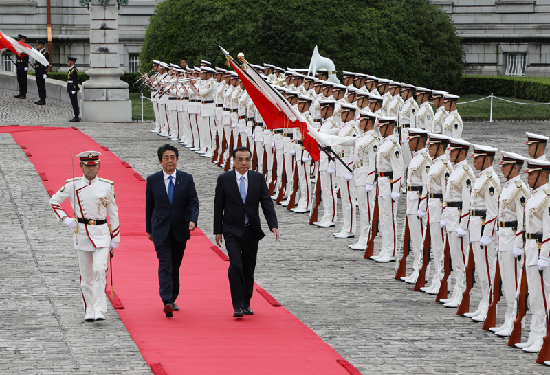 Photograph of the salute and the guard of honor ceremony for the Japan-China Summit Meeting