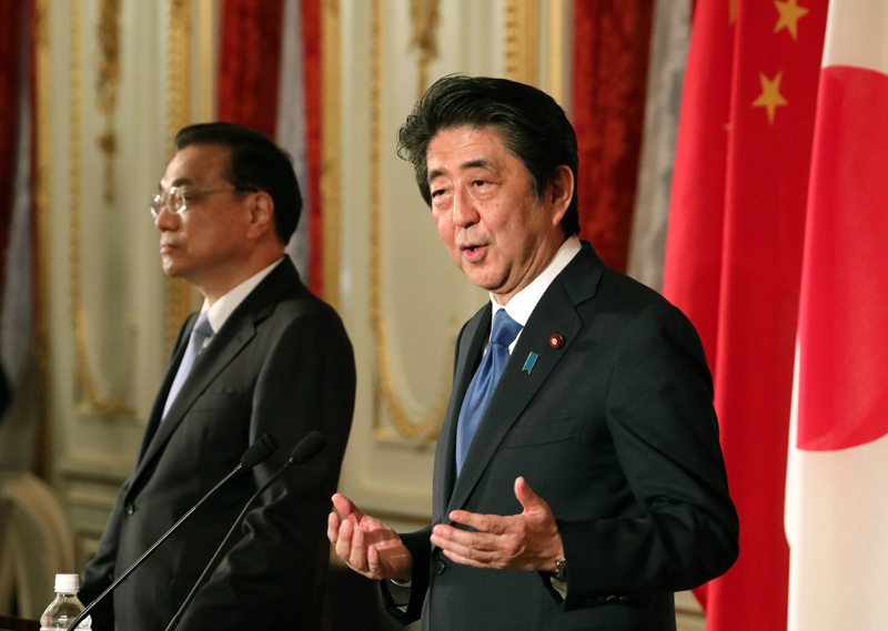 Photograph of the joint press announcement for the Japan-China Summit Meeting