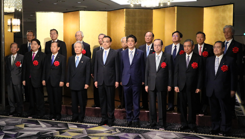 Commemorative photograph at the welcome reception for the Premier of the State Council of China