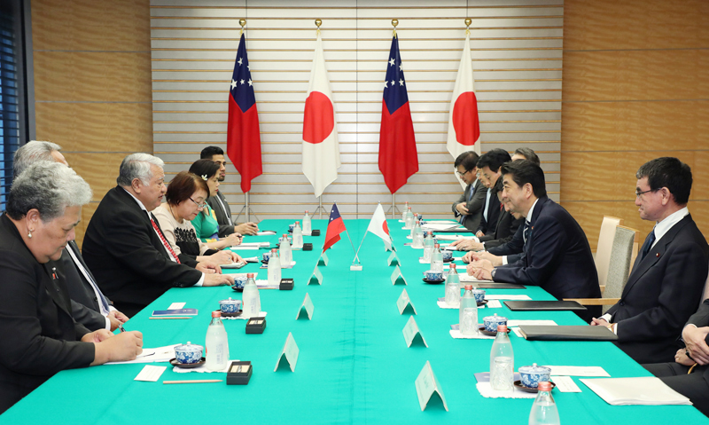 Photograph of the Japan-Samoa Summit Meeting