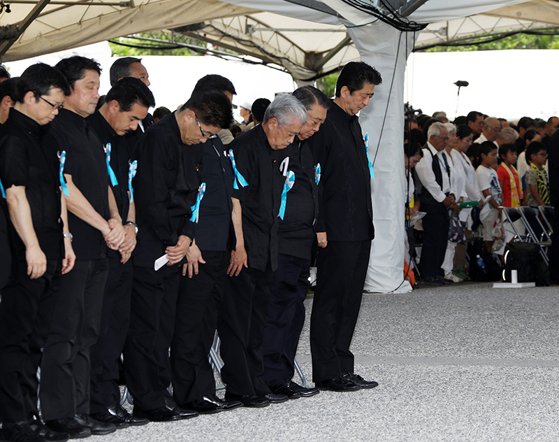 Photograph of the Prime Minister observing a minute of silence at the Memorial Ceremony to Commemorate the Fallen on the 73rd Anniversary of the End of the Battle of Okinawa