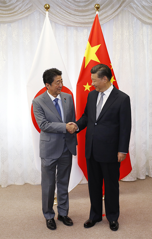 Photograph of the Japan-China Summit Meeting (Pool Photo)