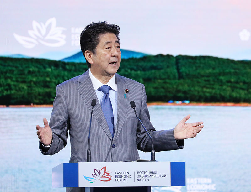 Photograph of the Prime Minister giving a speech at the Plenary Session of the Eastern Economic Forum