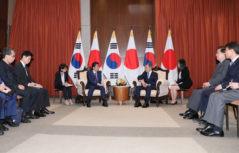 Photograph of the Japan-ROK Summit Meeting