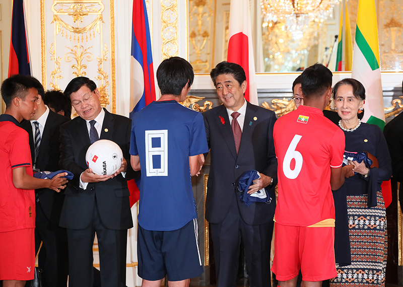 Photograph of the exchange between soccer players of Japan and the countries of the Mekong region