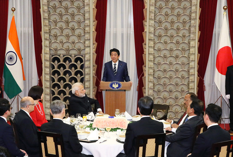 Photograph of the Prime Minister delivering an address at the banquet hosted by Prime Minister Abe and Mrs. Abe