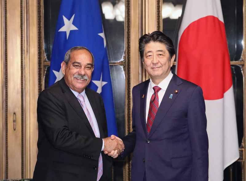 Photograph of the Prime Minister meeting with the President of Micronesia