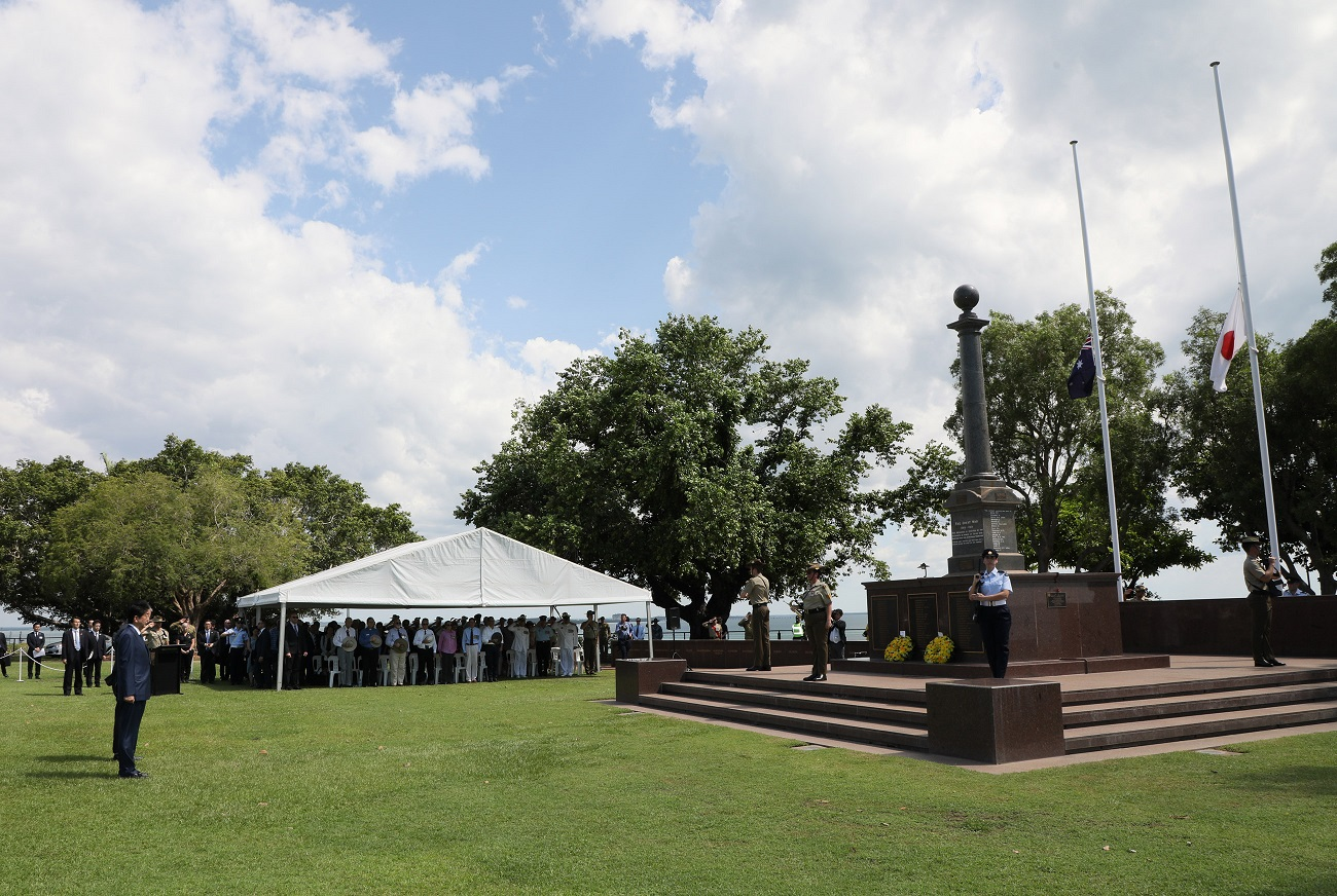 Photograph of the Prime Minister offering a wreath at the Darwin Cenotaph