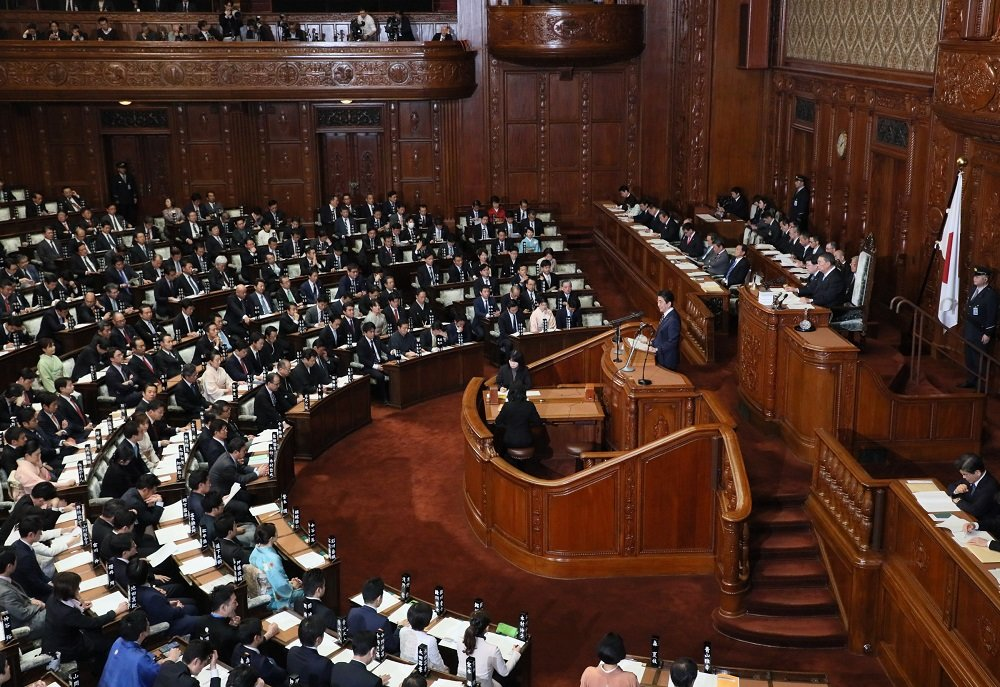 Photograph of the Prime Minister delivering a policy speech during the plenary session of the House of Representatives