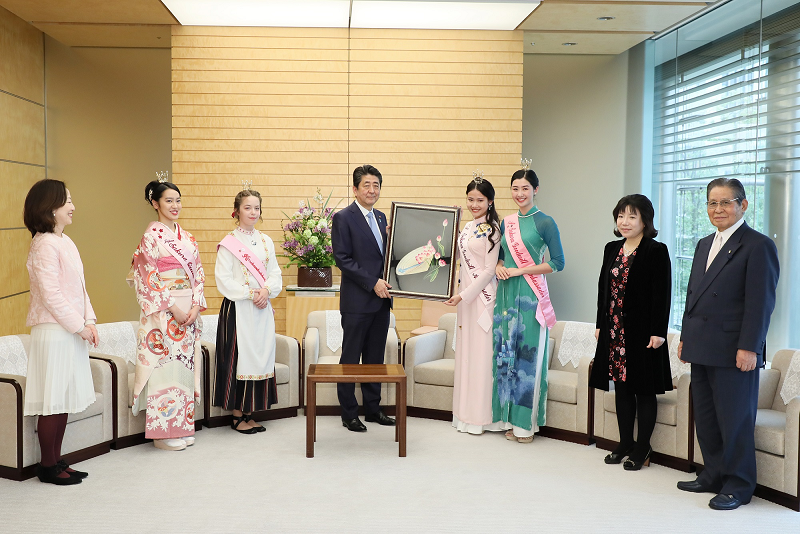 Photograph of the Prime Minister receiving the courtesy call (4)