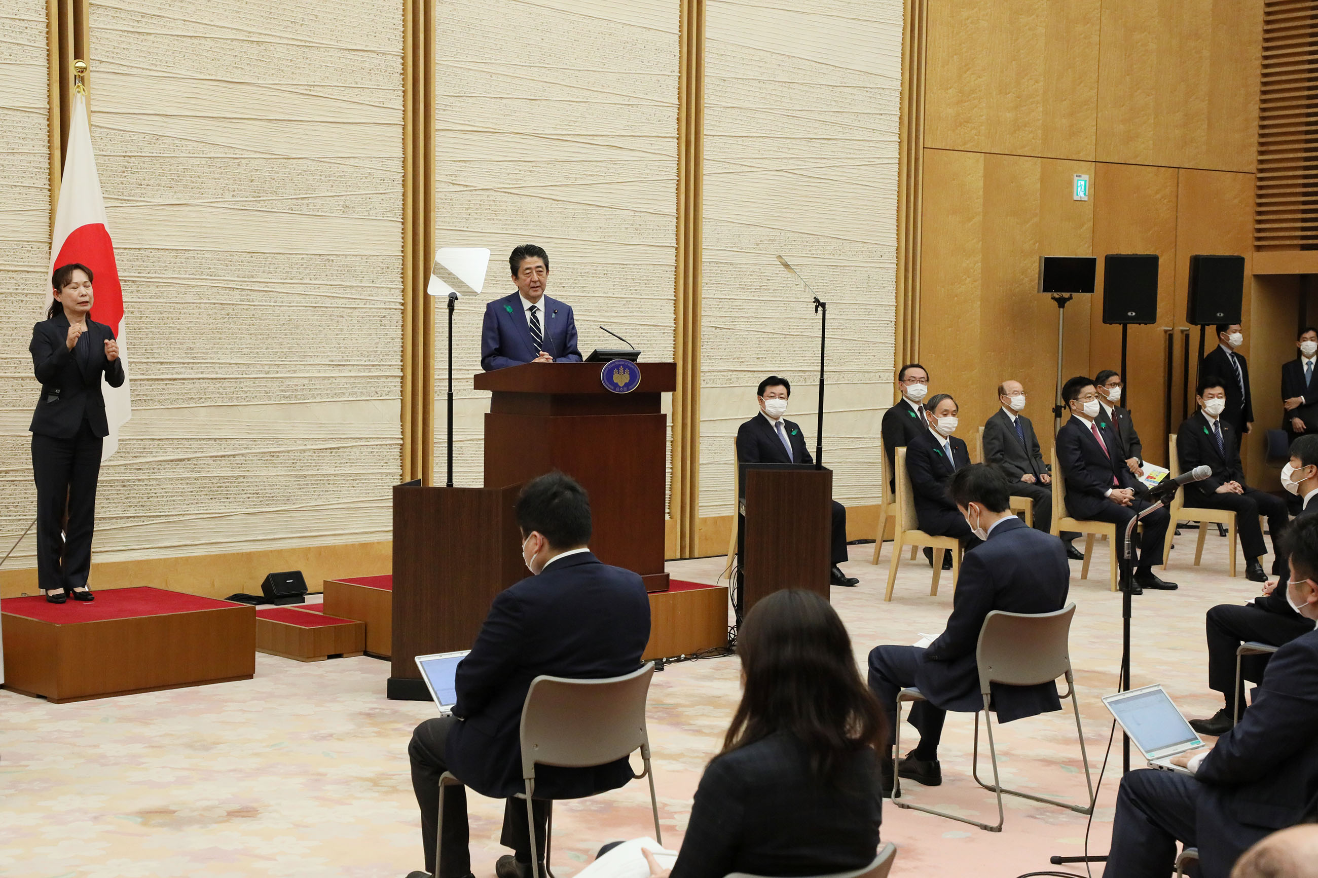 Photograph of the Prime Minister holding the press conference (3)
