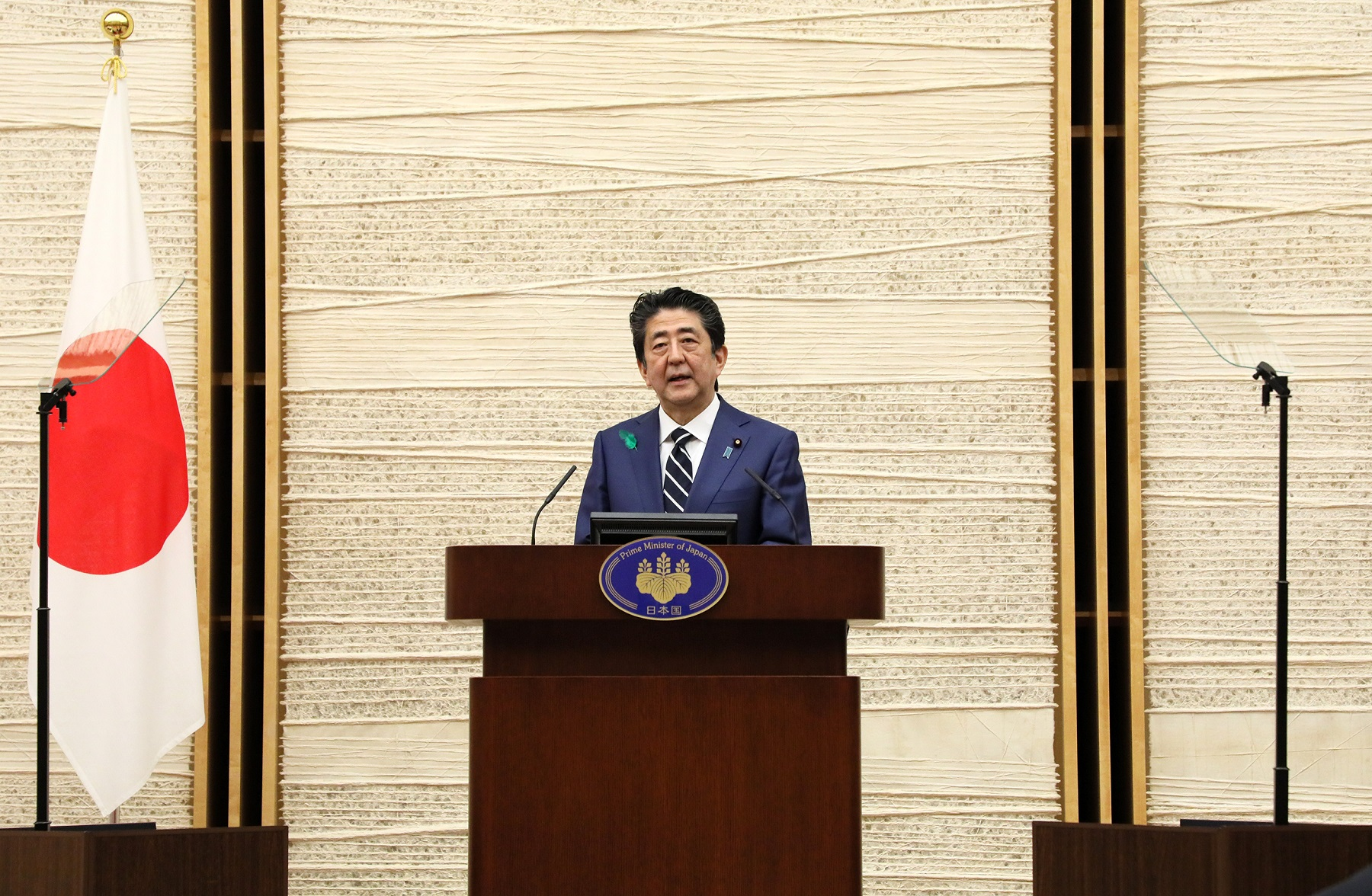Photograph of the Prime Minister holding the press conference (10)