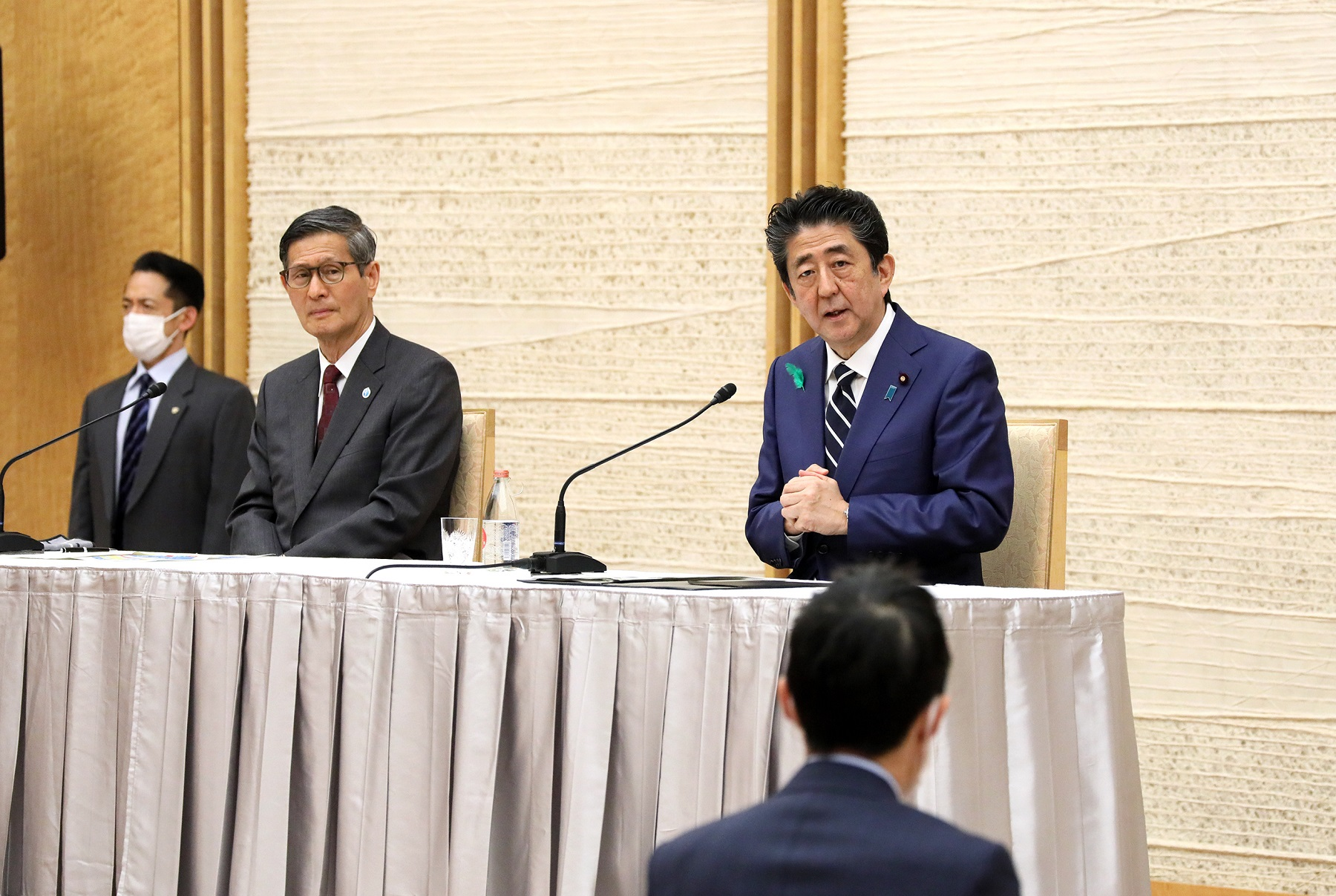 Photograph of the Prime Minister holding the press conference (24)