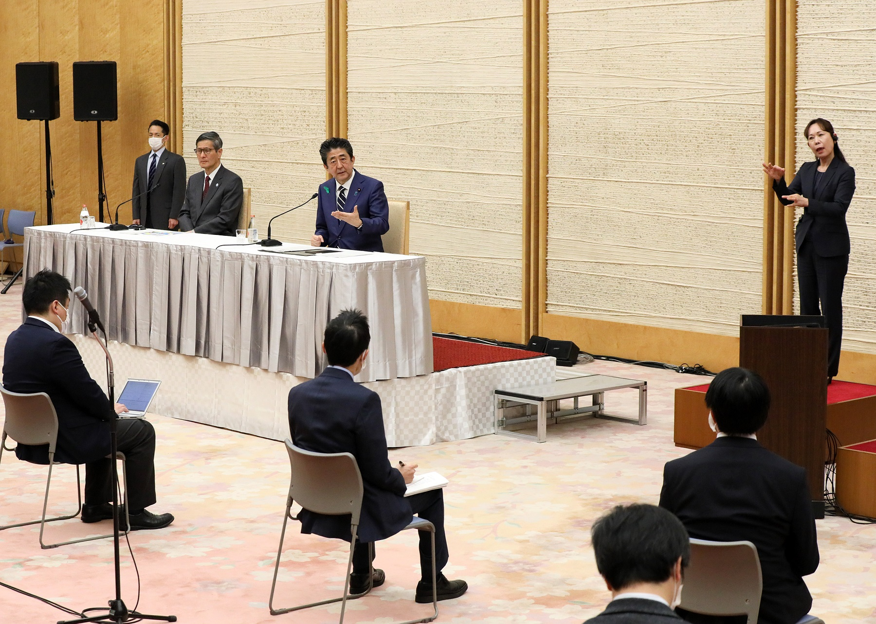 Photograph of the Prime Minister holding the press conference (26)