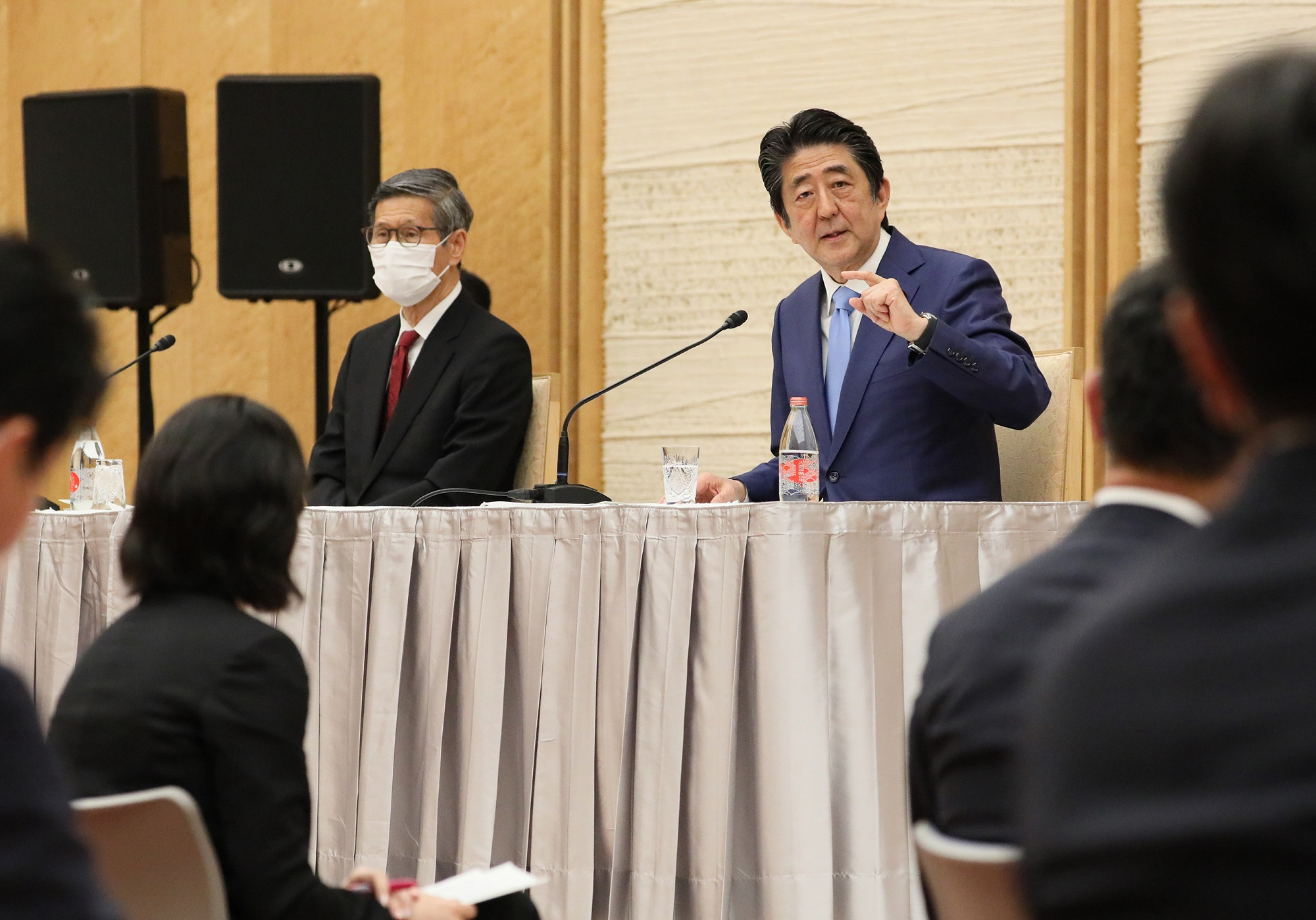 Photograph of the Prime Minister holding the press conference (18)