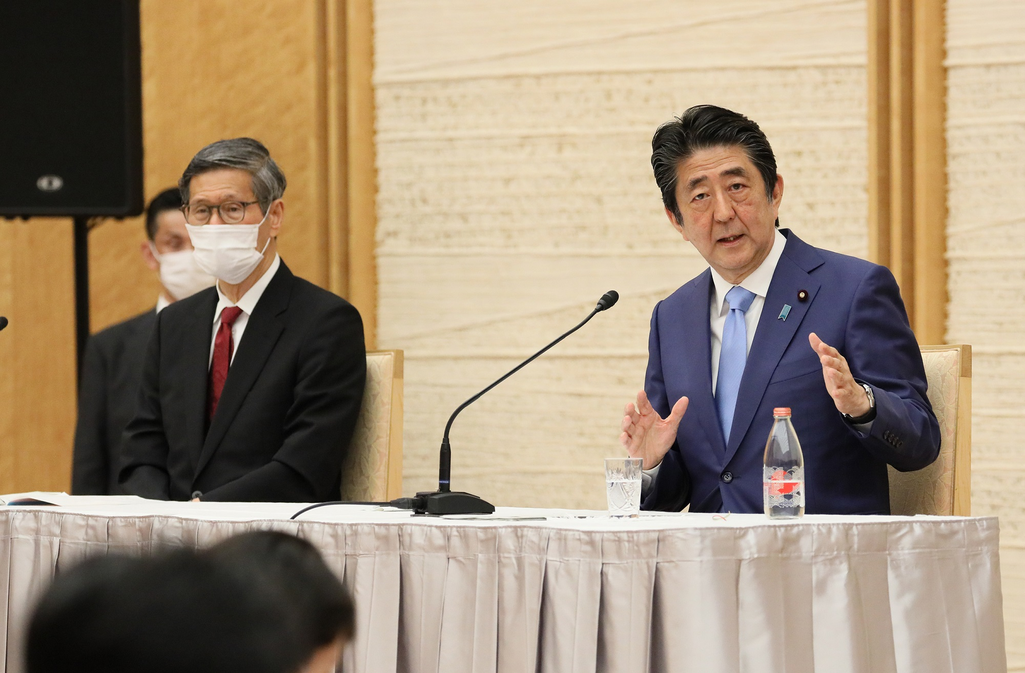 Photograph of the Prime Minister holding the press conference (21)