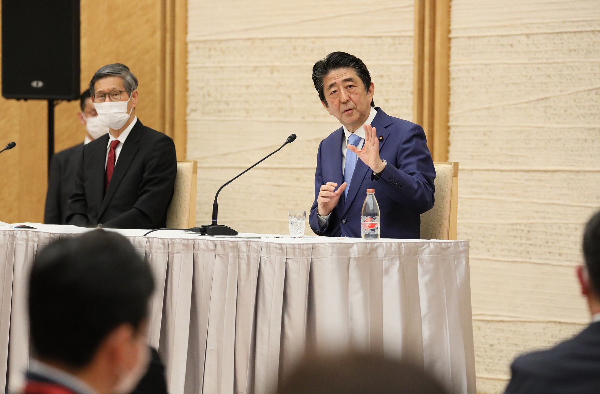 Photograph of the Prime Minister holding the press conference (22)