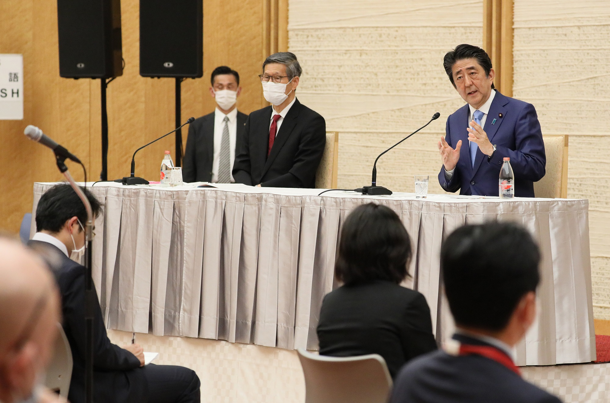 Photograph of the Prime Minister holding the press conference (25)