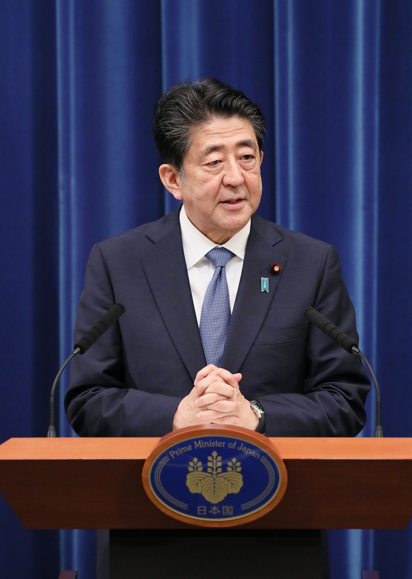 Photograph of the Prime Minister holding the press conference (6)