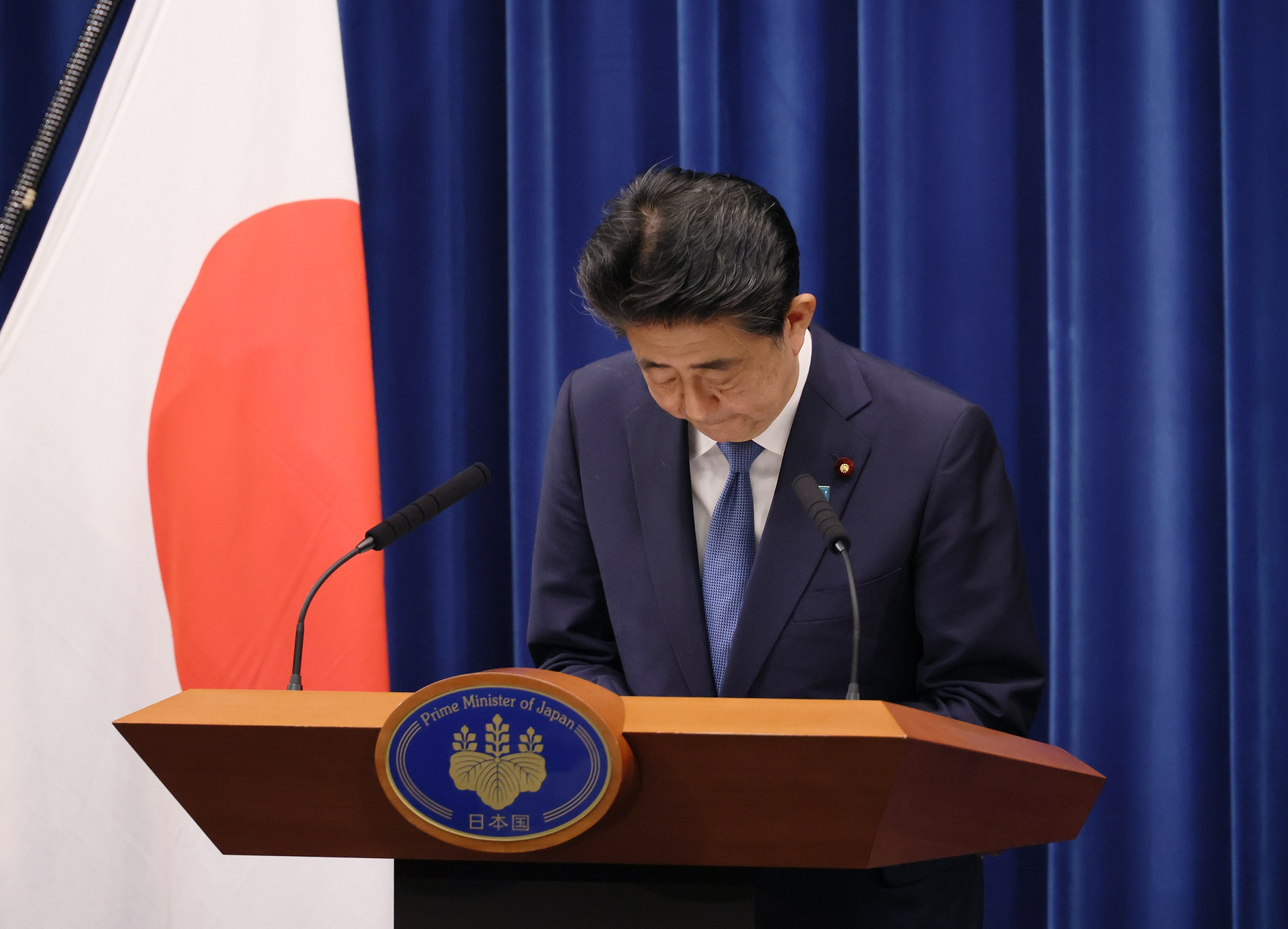 Photograph of the Prime Minister holding the press conference (12)