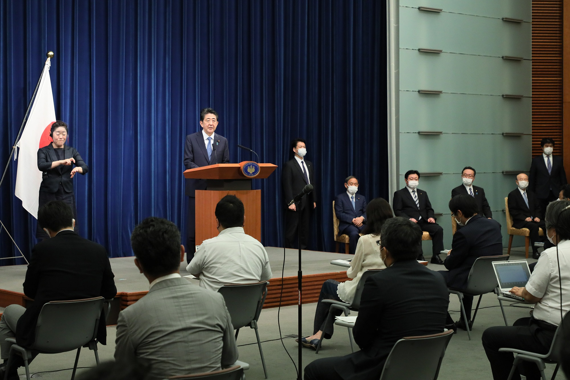 Photograph of the Prime Minister holding the press conference (15)