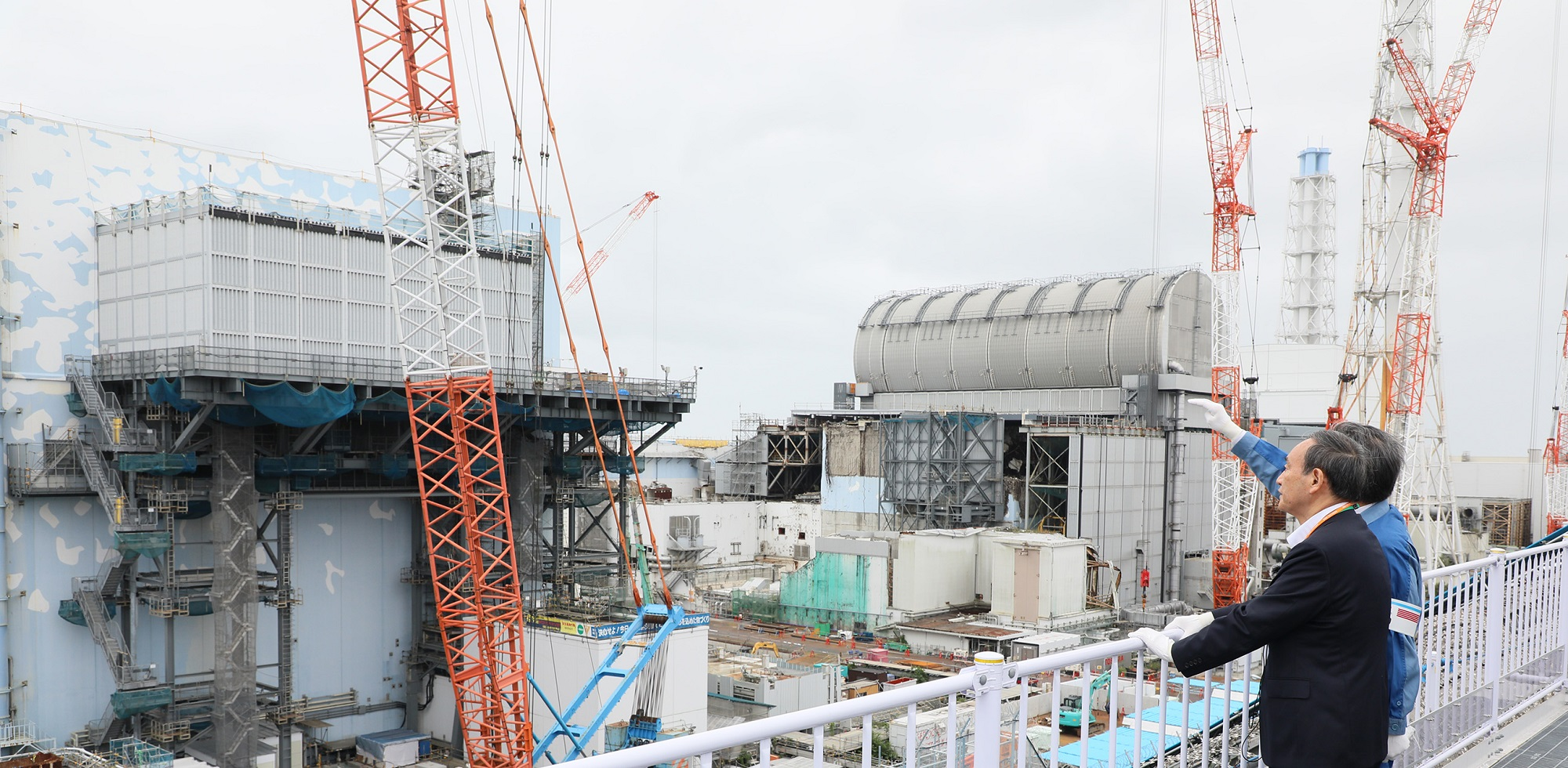 Photograph of the Prime Minister visiting the TEPCO Fukushima Daiichi Nuclear Power Station (2)