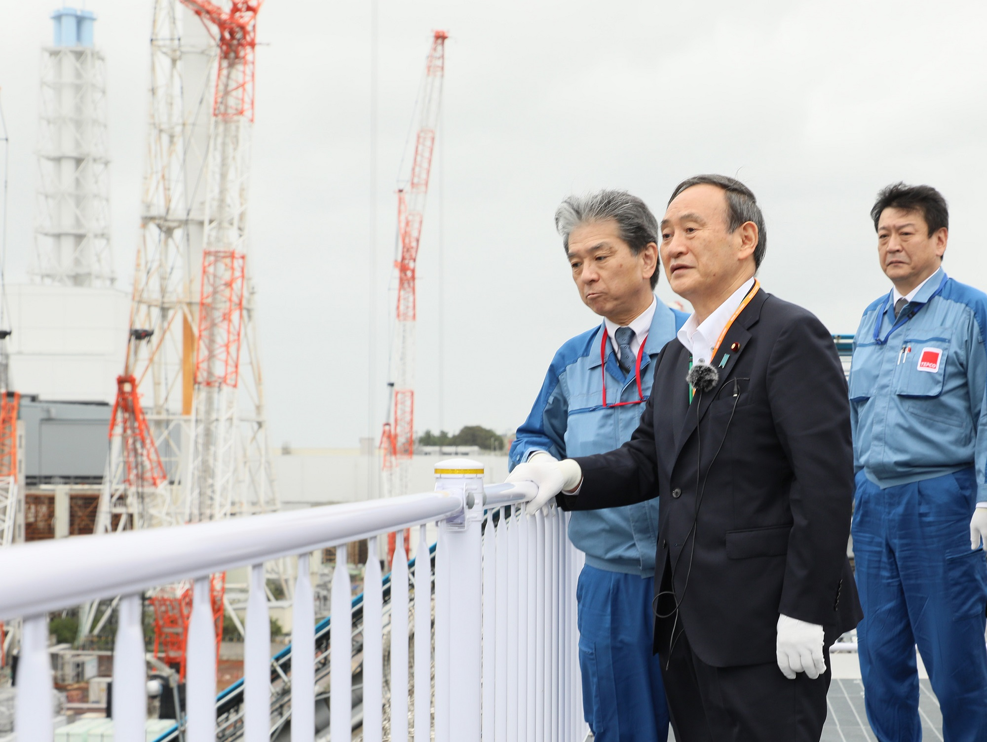 Photograph of the Prime Minister visiting the TEPCO Fukushima Daiichi Nuclear Power Station (3)