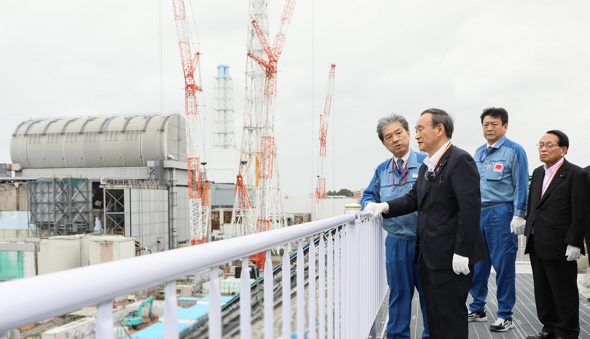 Photograph of the Prime Minister visiting the TEPCO Fukushima Daiichi Nuclear Power Station (4)