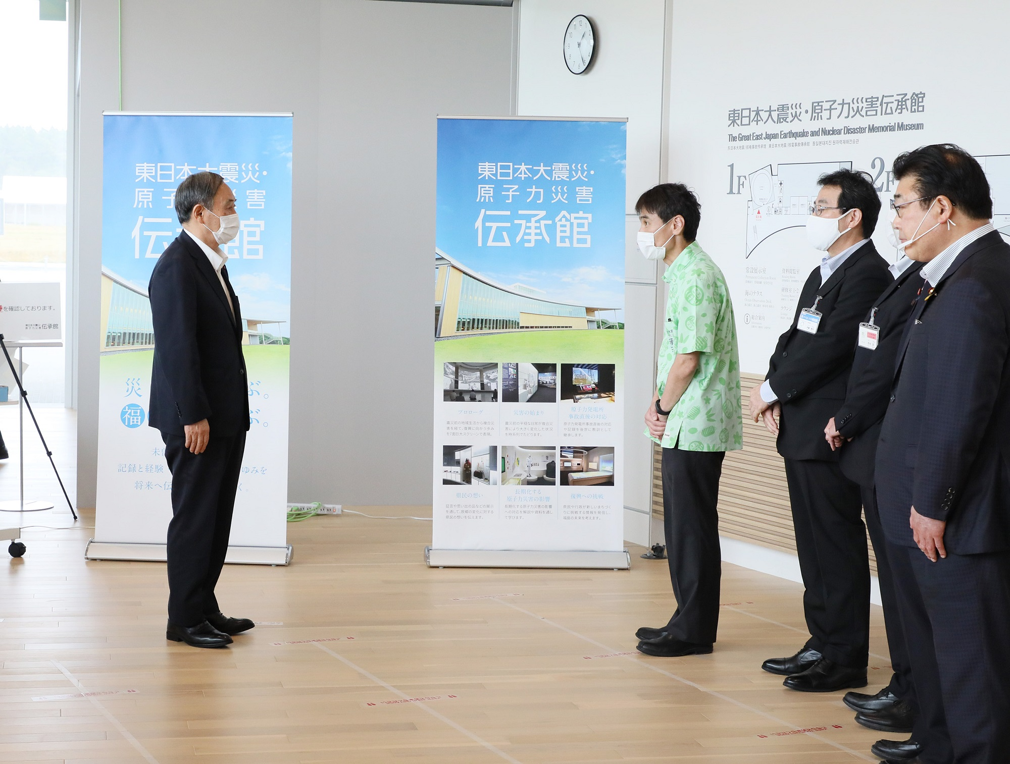 Photograph of the Prime Minister visiting TEPCO Fukushima Daiichi Nuclear Power Station (5)