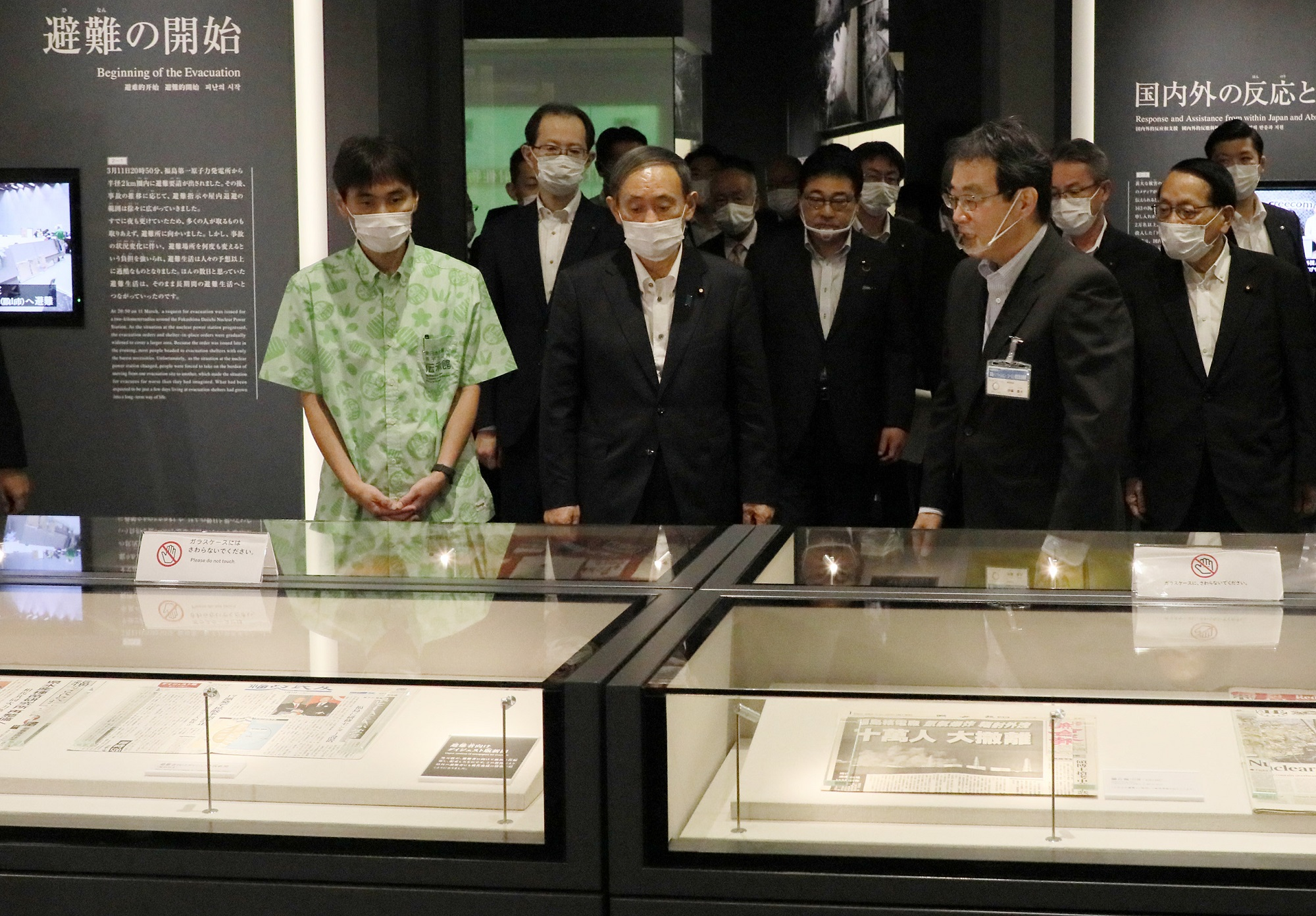 Photograph of the Prime Minister visiting the Great East Japan Earthquake and Nuclear Disaster Memorial Museum (2)