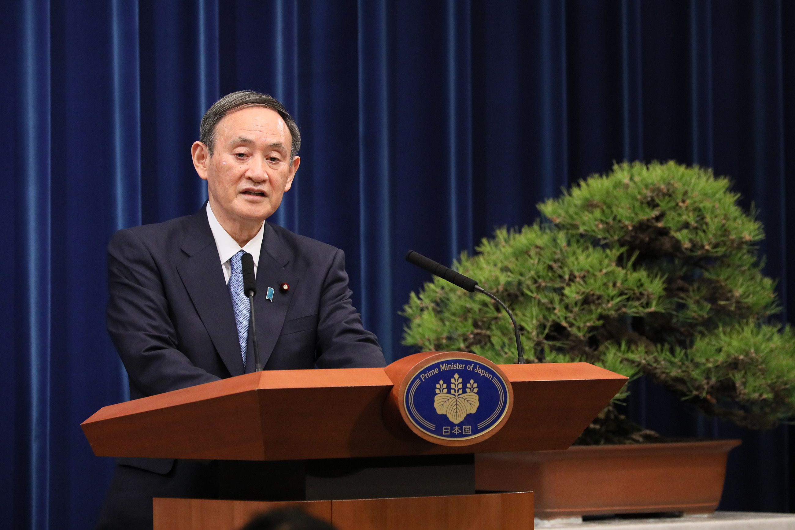 Photograph of the Prime Minister holding the press conference (1)
