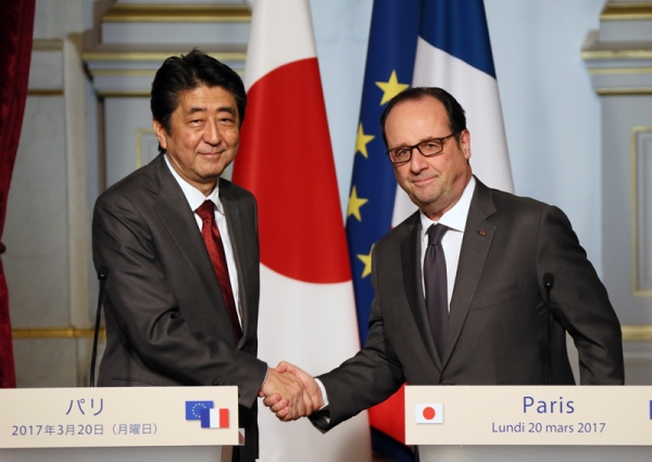 Photograph of the Japan-France joint press announcement (1)