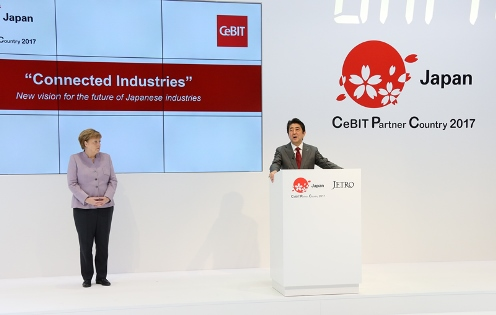 Photograph of the Prime Minister delivering an address at CeBIT (1)