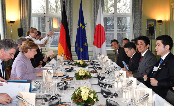 Photograph of the Japan-Germany leaders' lunch meeting (Pool Photo)