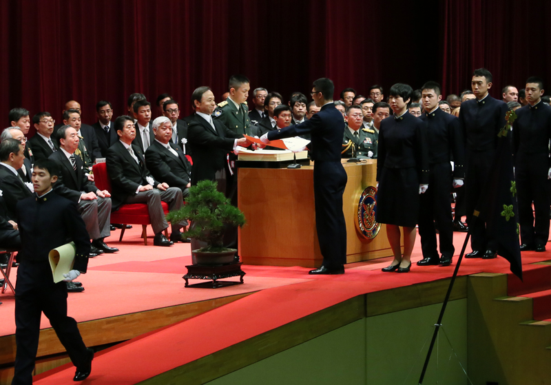 Photograph of the Prime Minister overseeing the conferment of diplomas