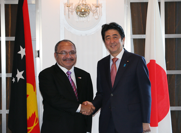 Photograph of the two leaders shaking hands