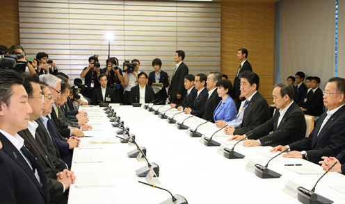 Photograph of the Prime Minister attending the meeting (2)