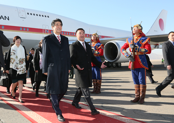 Photograph of the Prime Minister arriving in Mongolia