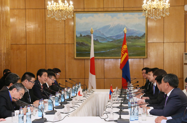 Photograph of the Japan-Mongolia Summit Meeting