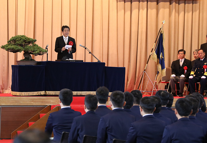 Photograph of the Prime Minister delivering a congratulatory address (1)