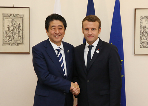 Photograph of the Prime Minister shaking hands with the President of France