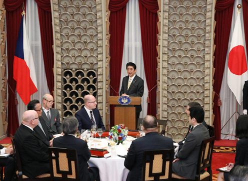 Photograph of the Prime Minister delivering an address at the banquet he hosted (2)