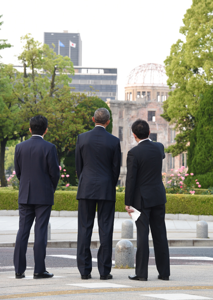 Photograph of the leaders viewing the Atomic Bomb Dome