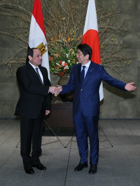 Photograph of the Prime Minister welcoming the President of Egypt
