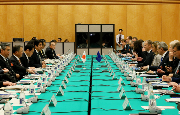 Photograph of the Japan-EU Summit Meeting (plenary meeting)