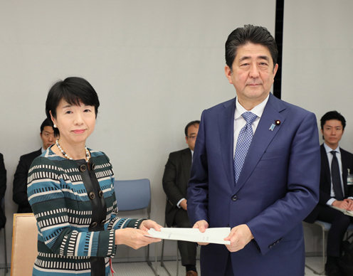 Photograph of the Prime Minister receiving the report