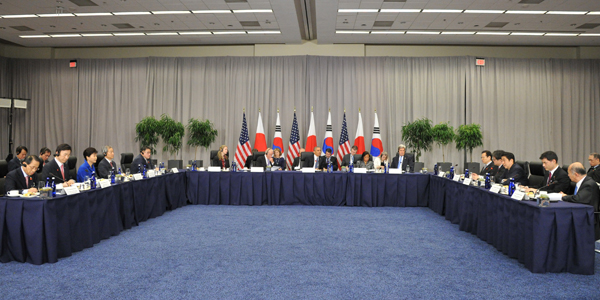 Photograph of the Japan-United States-Republic of Korea Summit Meeting (1)