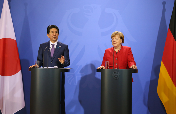 Photograph of the Japan-Germany joint press announcement