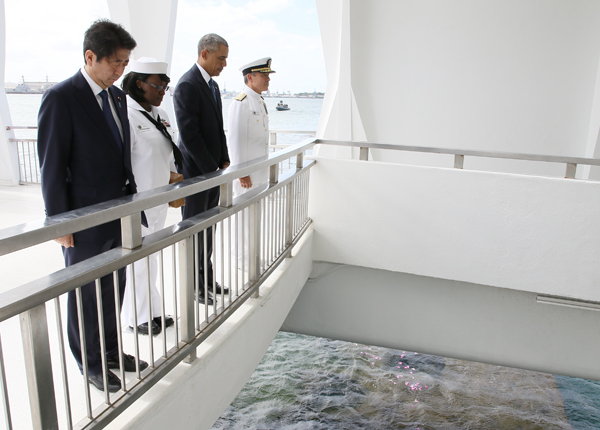 Photograph of the Prime Minister at the USS Arizona Memorial (4)